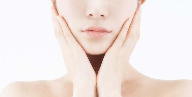 ヒアルロン酸注射の効果を感じる女性
