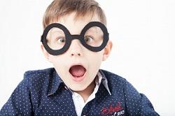 メガネをかけている子の画像